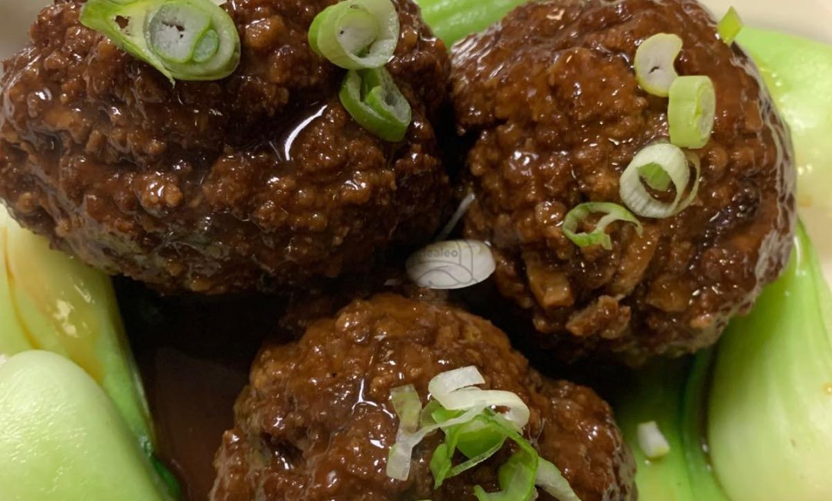 Lion Head (Chinese Style Meatballs)