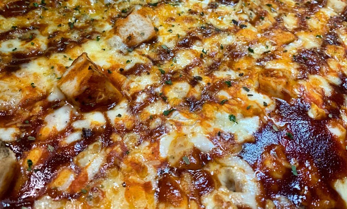 Small Buffa-Que Pizza (12-inch)