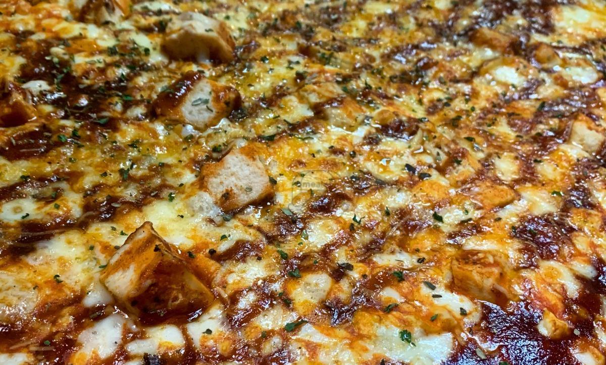 Large Buffa-Que Pizza (16-inch)