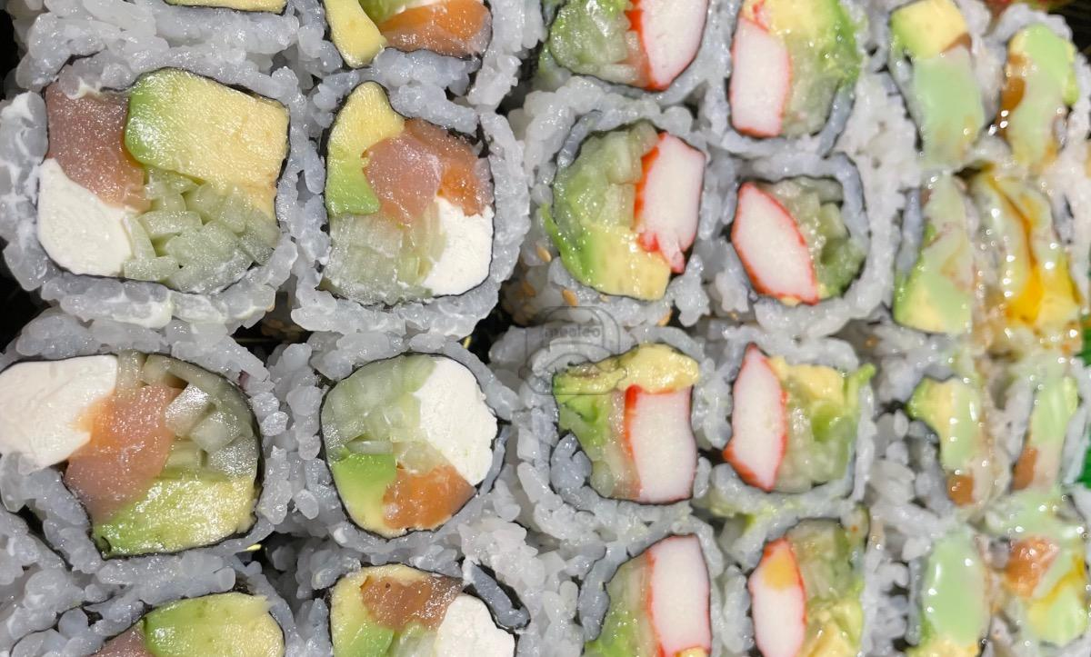 Lunch Any 3 Rolls